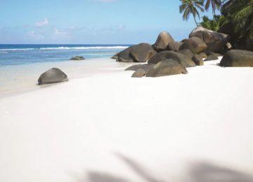beach-rocks©Hilton Seychelles Labriz Resort & Spa