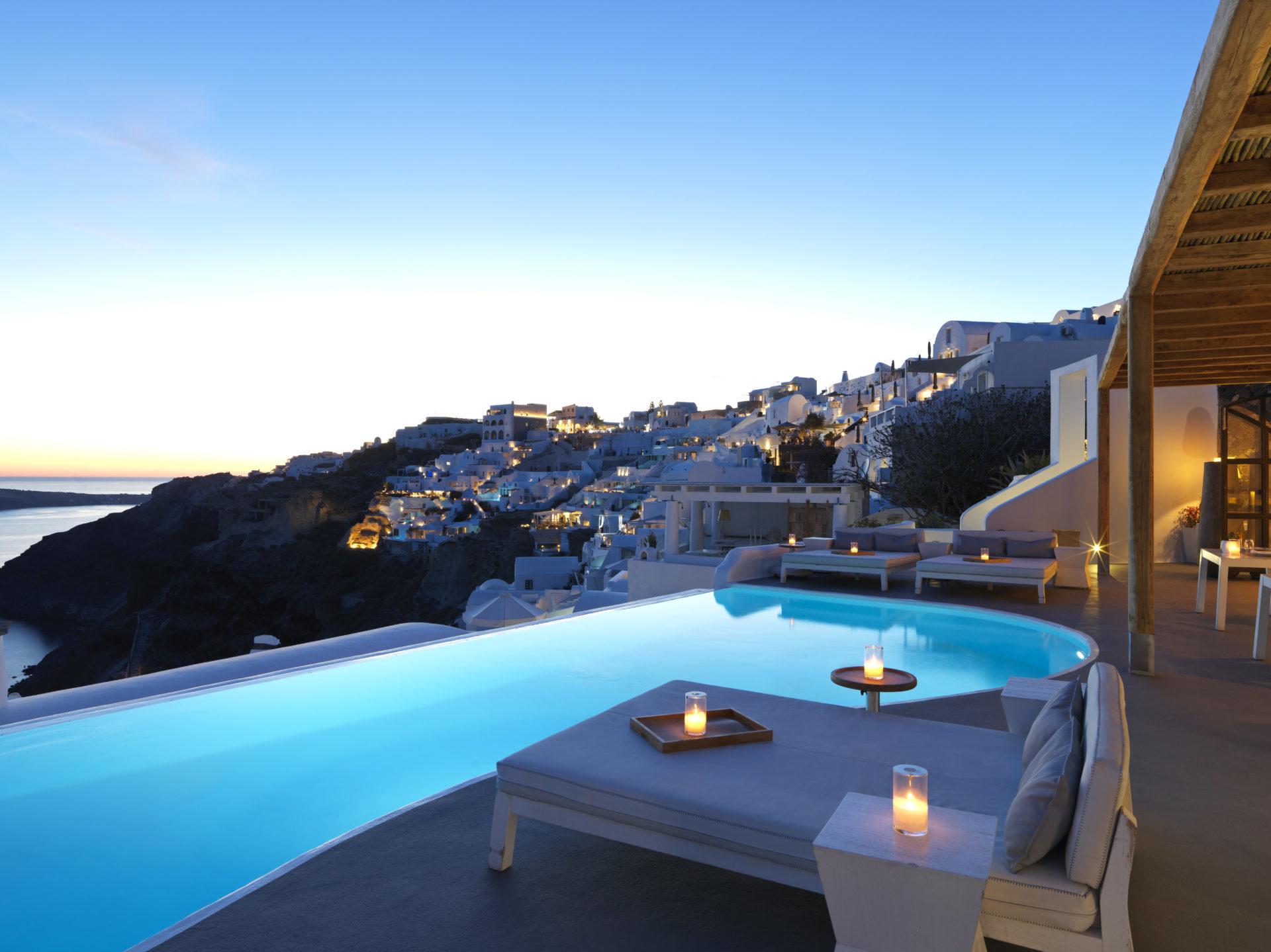 Pool mit Meerblick ©Katikies Santorini