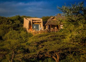 1 Kenia_Luxussafari_olDonyoLodge_Suite©GreatPlainsConservation