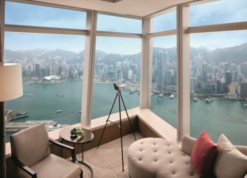 12Deluxe Victoria Harbour Suite – with view of harbour©The Ritz-Carlton Hong Kong