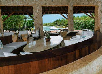 2 Punta Minitas 34 — The palatial Living Room overlooks the private beach