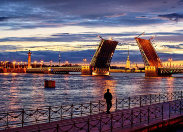 2Panoramic view over Neva river in white night©iStock-Xantana