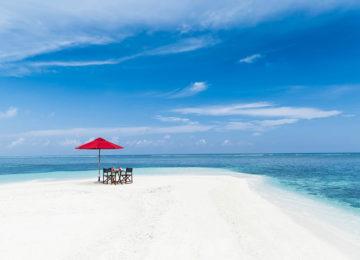 3 NiyamaPrivate Islands_Sandbank_Beachpicknick©MinorHotels