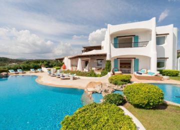 5 Schlafzimmer Smeralda Villa Außenansicht Pool©Hotel Romazzino