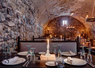 Alati Restaurant  in einer 400 Jahre alten Höhle©Vedema, a Luxury Collection Resort, Santorin