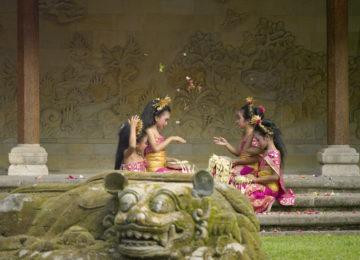 Amandari, Indonesia – Dance Students