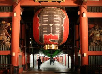 Asakusa Temple Lantern – Tokyo © The Real Japan
