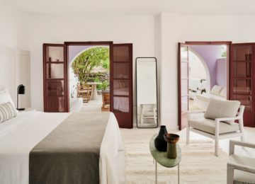 Athenian King Suite©Vedema, a Luxury Collection Resort, Santorin