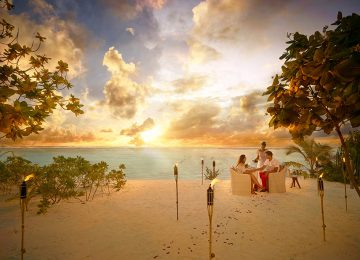 BRANDO_SunsetDinner-Beach-couple-A