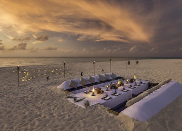 Beach_Dinner_Sunset_Malediven©Hurawalhi