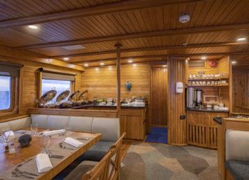 Galapagos Yacht CORAL II RESTAURANT neu