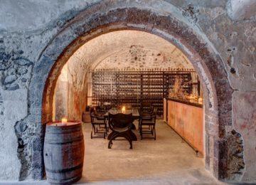 Canava Wine Bar©Vedema, a Luxury Collection Resort, Santorin