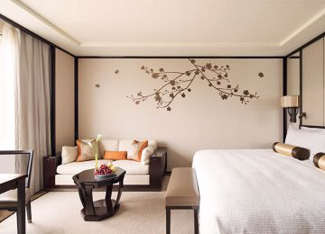 Grand Deluxe Harbour View Room © The Peninsula Hong Kong