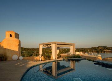 Harrods Suite Blick von der Terrasse mit Pool