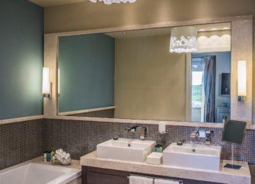 Chia Laguna Resort Sardinien_Luxury Panorama Suite_Master Bedroom Bathroom