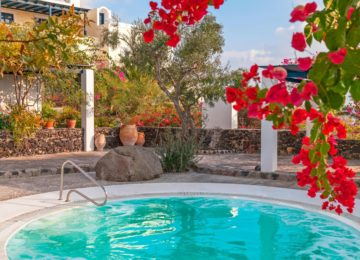 Jacuzzi©Vedema, a Luxury Collection Resort, Santorin