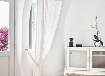 Junior Suite ©Katikies Santorini