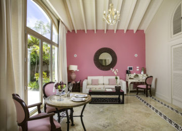Luxury-Pool-Family-Suite_Living-Room_0756