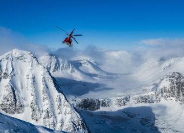 Heli skiing Niehku Mountain Villa_photo Mattias Fredriksson