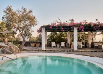 Whirlpool im Freien©Vedema, a Luxury Collection Resort, Santorin