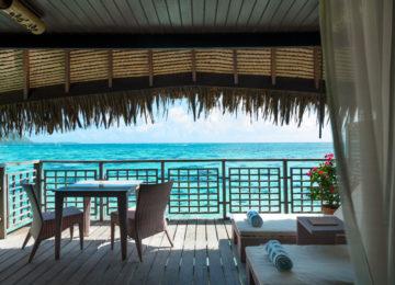 Overwater Balcony Südsee Moorea Hilton Lagoon Luxusresort