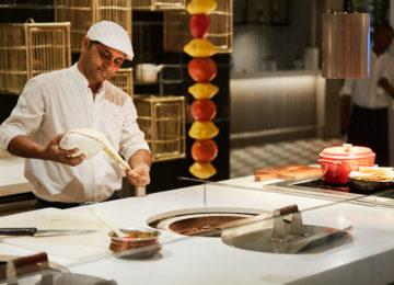 Palm_Court_Chef_Singh©LUXResorts_Hotels