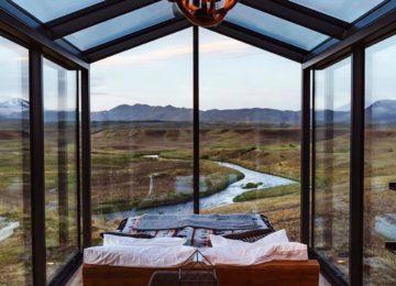 Pano Rama Lodge Zimmer mit Bett und Blick
