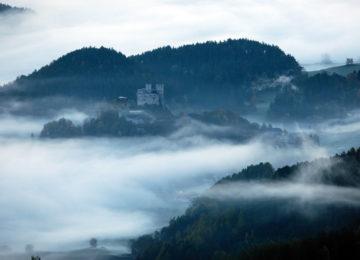 Panorama with castle©White Deer San Lorenzo Mountain Lodge