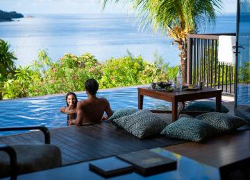 Villa_Pool_Couple_Hotel Raffles Praslin