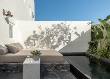 Recit Suite Hot Tub©Istoria Hotel, a Member of Design Hotels, Santorin