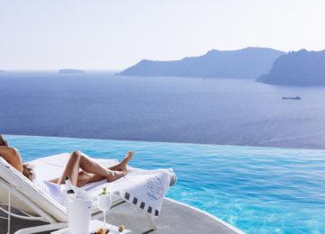 SELTZ Champgane Bar & Restaurant Terrasse mit Meerblick ©Katikies Santorini