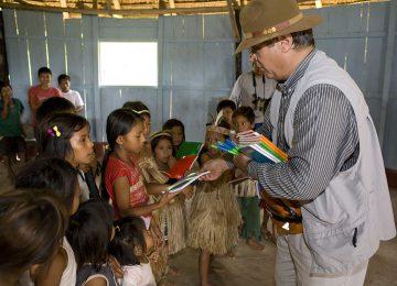 Aqua Nera Amazon Select Luxury Travel Luxusreise Sharing with children on school 2 – Low Resolution