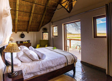 Standard Chalet 1©Tau Game Lodge