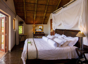 Standard Chalet 2©Tau Game Lodge