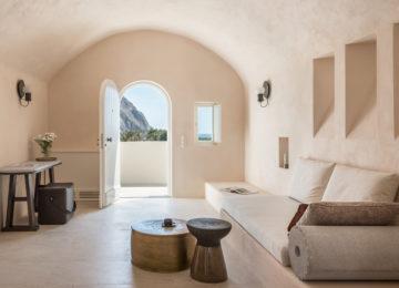 Wohnbereich der Storia Suite©Istoria Hotel, a Member of Design Hotels, Santorin