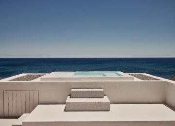 Storia Suite mit Hot Tub im Freien©Istoria Hotel, a Member of Design Hotels, Santorin