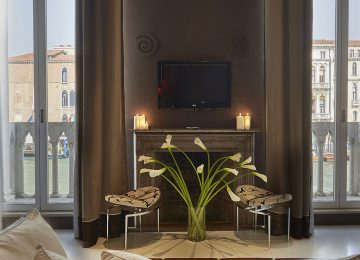 Suite-Superior-Bilevel-with-Grand-Canal-view-Venice-Centurion-Palace2