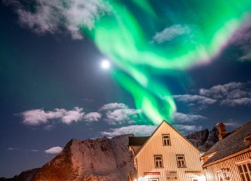 The Lofoten Islands are known to be one of the most beautiful places in Norway. Photo © Sakrisøy Rorbuer – René Ringnes