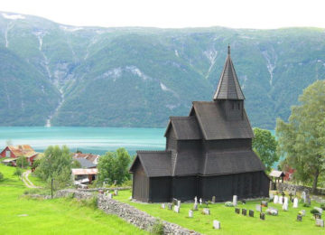 Visit Urnes stave church, the oldest stave church in Norway. Photo Leo-setä – Flickr CC BY 2.0©Walaker Hotel Sognefjord