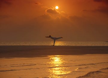 Yoga on Sandbank©Milaidhoo Maldives