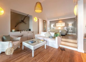 alphonse-accommodation-beach-suites-4col-3rd-33percent-1-photo-bedroom-and-living-room-of-beach-suite-07