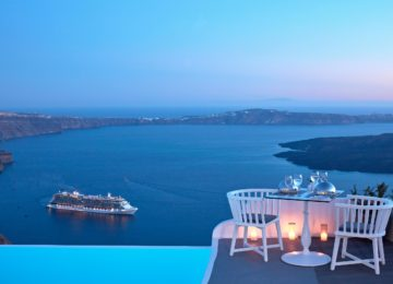 Restaurant mit Blick auf die Caldera ©Katikies Chromata Santorini