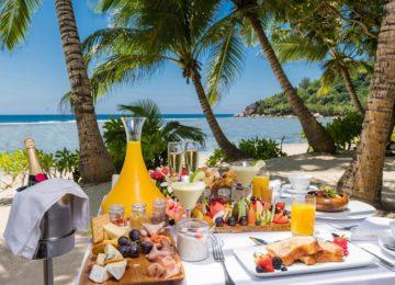 kempinski-seychelles_breakfast_on_the_beach