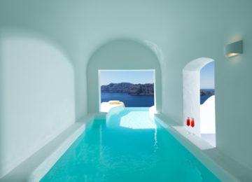 Master Suite Pool ©Katikies Santorini