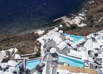 Hotel von oben betrachtet ©Katikies Santorini