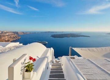 Blick auf die Caldera ©Katikies Chromata Santorini