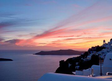 Blick auf die Caldera und den Sonnenuntergang ©Katikies Chromata Santorini