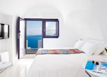 Doppelzimmer mit Blick auf die Caldera ©Katikies Chromata Santorini