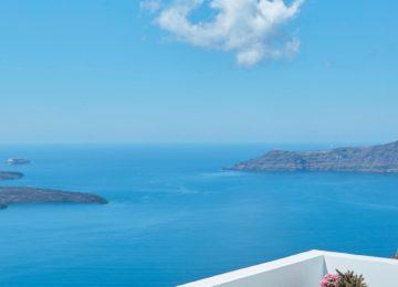 Luxus Suite Terrasse mit Blick auf die Caldera ©Katikies Chromata Santorini