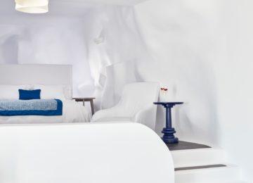 Infinity Pool Suite Schlafzimmer ©Katikies Chromata Santorini